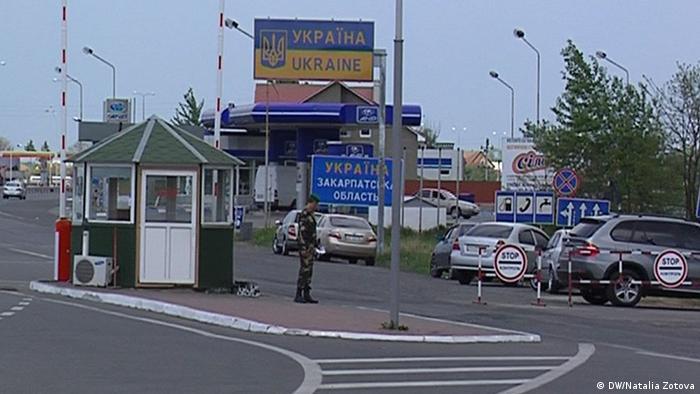 На Закарпатті правоохоронці провели масштабну спецоперацію поблизу кордону. На фото - пункт пропуску на кордоні в Закарпатській області