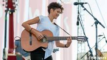 1. Titel: Aline Frazão 2. Bildbeschreibung: Konzert von Aline Frazão, Angolanische Sängerin, in Festival Músicas do Mundo Sines 2015 3. Fotograf: FMMSines 4. Wann wurde das Bild gemacht: 23.07.2015 5. Wo wurde das Bild aufgenommen: Sines, Portugal 6. Schlagwörte: Aline Frazão, Sines, FMM Sines 2015