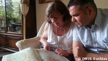 German woman with Syrian refugee looking at map (DW/S. Ouchtou)