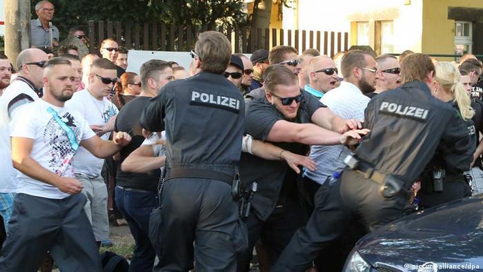 Krawalle um Flüchtlingslager in Dresden