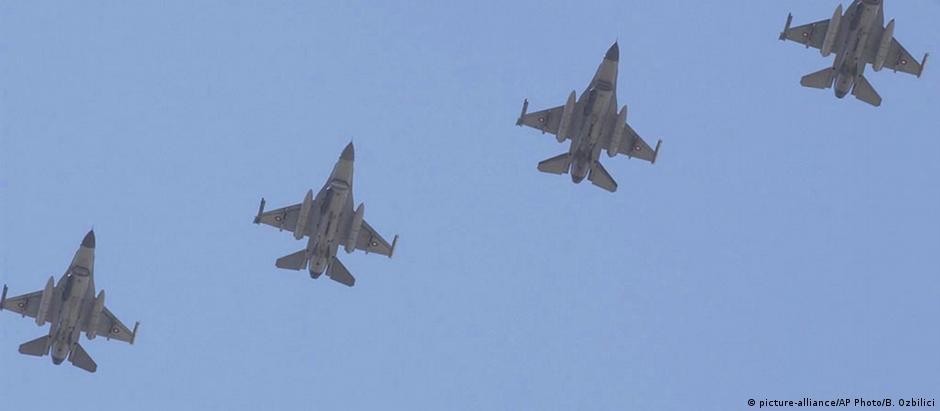 Jatos F-16 no espaço aéreo turco