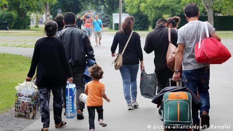 Symbolbild Deutschland Flüchtlinge kommen an