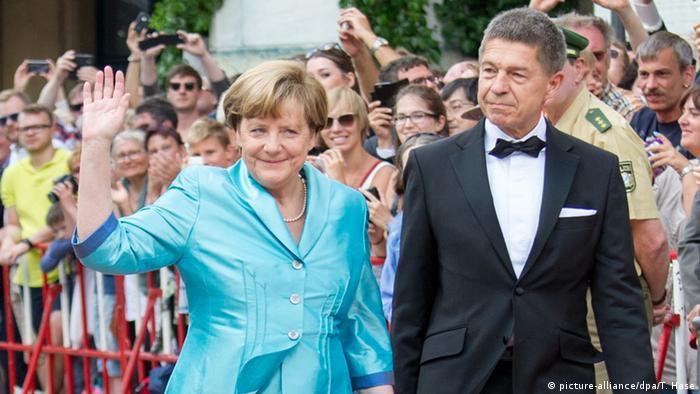 Angela Merkel, con su esposo, Joachim Sauer, en la inauguración del Festival de Wagner el 25.07.2015 en Bayreuth, Baviera.