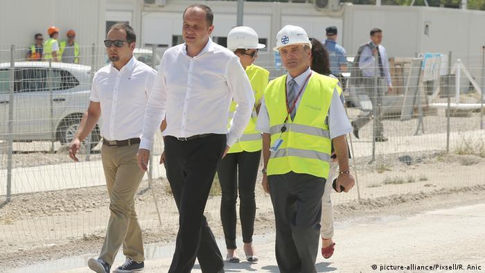 Kroatien Baustelle Zagreb Airport - Premierminister Zoran Milanovic