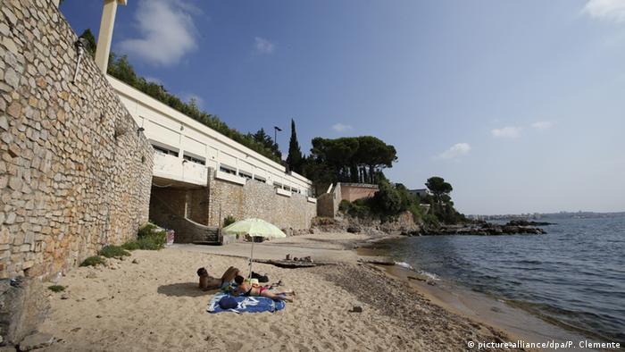 Saudi King Departs French Riviera Resort After Beach