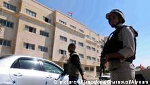 09 July 2015 epa04861195 An image dated 09 July 2015 showing members of the Egyptian armed forces standing guard at a check point in al-Arish, in the north of Sinai, Egypt. Reports on 26 July 2015 state Egypt has extended the current state of emergency in some parts of northern Sinai for three months. The current state of emergency was imposed in October 2014 following continuing attacks by militant islamists. EPA/FOAAD GHARNOUSI / ALMASRY ALYOUM +++(c) dpa - Bildfunk+++