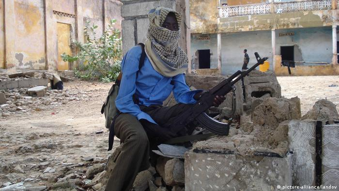 Al-Shabaab Kämpfer in Mogadishu (picture-alliance/landov)