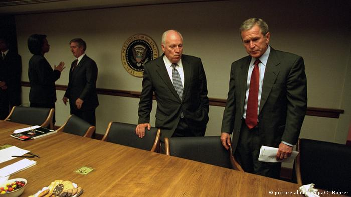 US National Archiv Fotos Dick Cheney George W. Bush USA 11. September 9/11 (picture-alliance/dpa/D. Bohrer)
