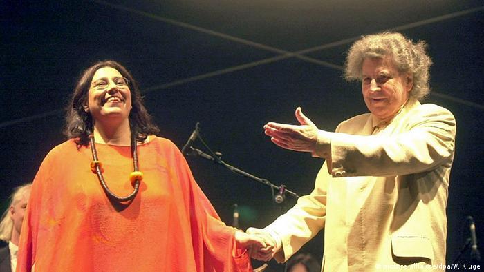 Maria Farantouri and Mikis Theodorakis on stage