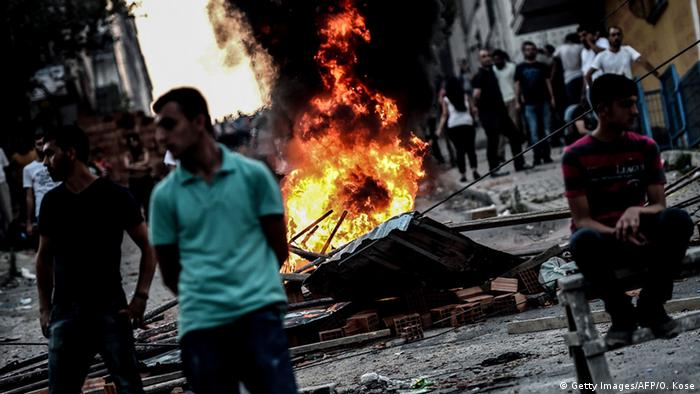 Protestas y enfrentamientos entre kurdos y la policía turca en Estambul.