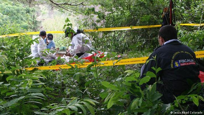 Expertos colombianos y alemanes del GTZ ProFis exhuman a víctimas del conflicto en Colombia (Archivo 2014)