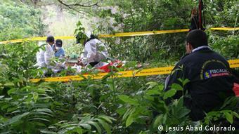 Expertos colombianos y alemanes de GTZ ProFis exhuman a víctimas del conflicto en Colombia. (Archivo 2014)