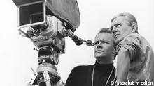 Bildunterschrift jweils: Filmszene aus dem deutschen Spielfilm Der sanfte Lauf (1967) von Haro Senft mit Bruno Ganz und Verena Buss nur beim letzten müsste es heißen: Regisseur Haro Senft (links) bei den Dreharbeiten