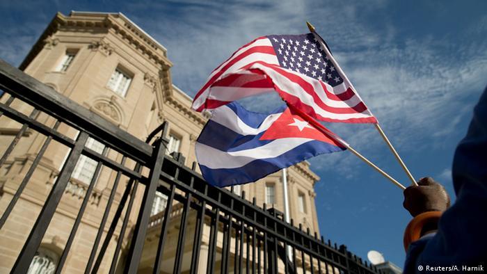 USA Kuba Beziehungen Symbolbild Fahne Flagge