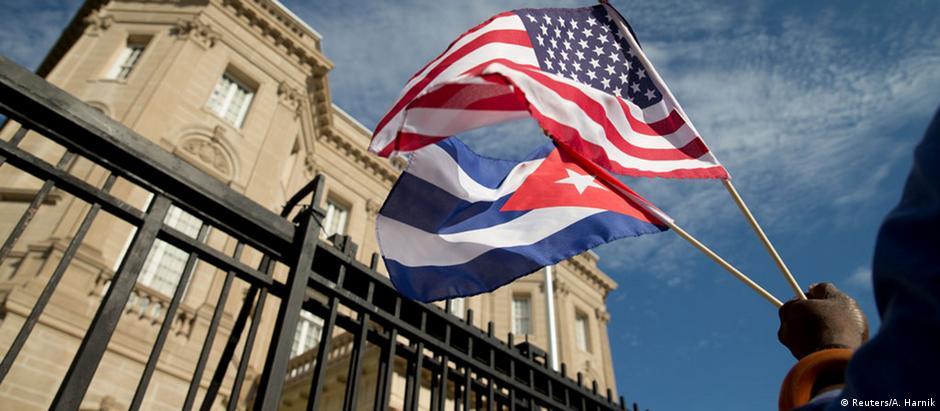 Bandeira cubana já tremula na embaixada do país em Washington