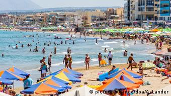 Για άλλη μια χρονιά οι παραλίες της Κρήτης αναμένεται να βουλιάξουν από γερμανούς τουρίστες