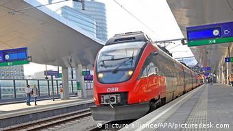 Zug der Österreichischen Bundesbahn ÖBB Wien