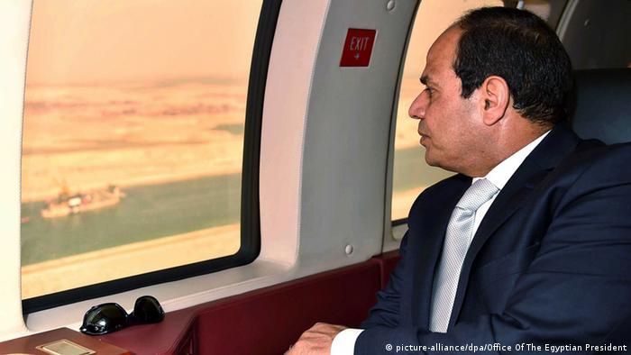 Al Sisi nad Sueskim kanalom