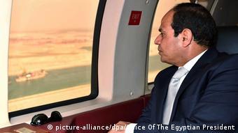 الرئيس السيسي يرفض مقولة أن دخل القناة تراجع