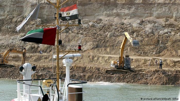 كلفت توسعة قناة السويس نحو سبعة مليار يورو وتراجعت عائداتها على عكس ما كان ينتظره المصريون