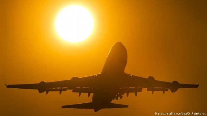 Flughafen Frankfurt Flugzeug Sonnenuntergang