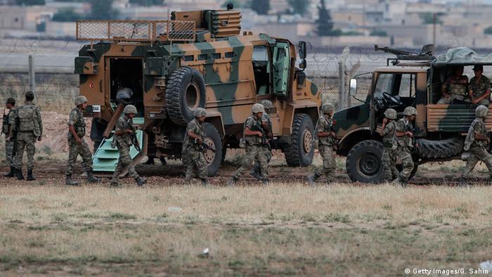 Tropas turcas en la frontera con Siria.