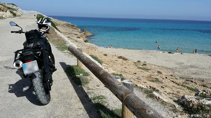 Mallorca Motorradfahrer Motorrad Strand Meer