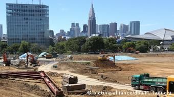 The construction site for the new National Stadium, the main venue for the 2020 Tokyo Olympics and Paralympics, in Tokyo's Shinjuku Ward, with the skyscrapers of Shinjuku shown in the background, Wednesday, July 22, 2015 (Photo: Motoya Taguchi)