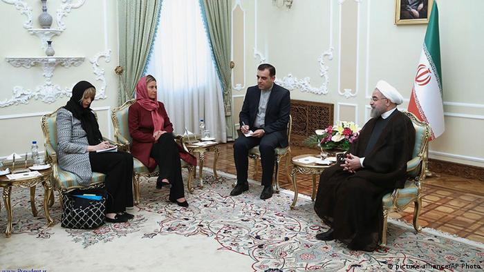 Hassan Rouhani und Federica Mogherini im Iran (picture-alliance/AP Photo)