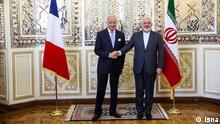 Frankreichs Außenminister Laurent Fabius bei einem Besuch in Teheran zusammen mit iranischem Außenminister Zarif Isna/Lizenz Frei