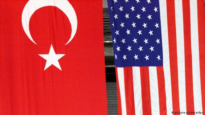 Las banderas de Turquía y Estados Unidos.