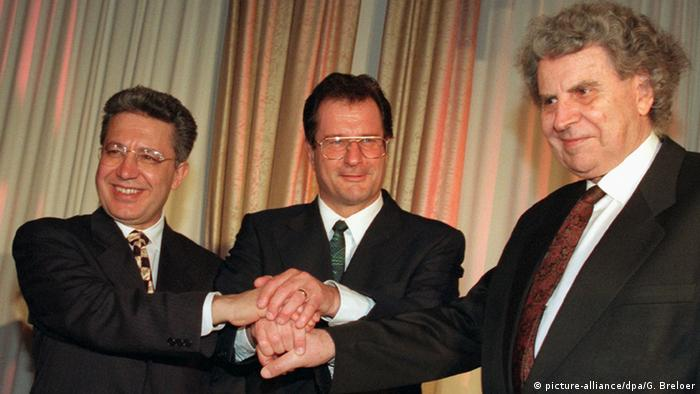 German Foreign Minister Klaus Kinkel (centre) and the two musicians Mikis Theodorakis from Greece and Zülfü Livaneli from Turkey to a dinner on the Petersberg mountain on the Rhine River