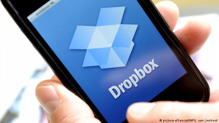 Dropbox on an iPhone (picture-alliance/ANP/L. van Lieshout)