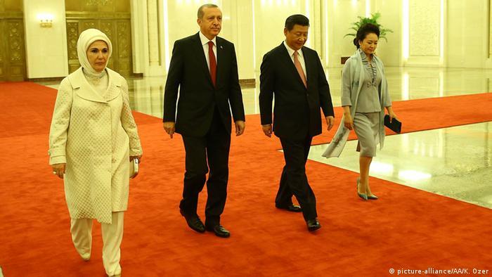 Der türkische Präsident Erdogan und Chinas Staatschef Xi mit ihren Ehefrauen (Foto: Anadolu Agency)
