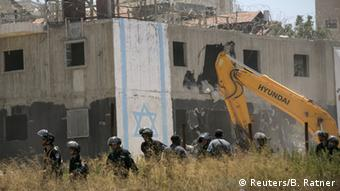Demolición de vivienda ilagales en el asentamiento de colonos del Beit El.