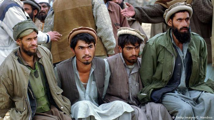 Gefangene Taliban Kämpfer (Foto: Getty Images/C. Hondros)