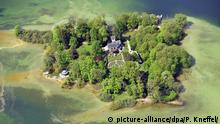 Die Roseninsel im Starnberger See, aufgenommen am 08.05.2015 bei Feldafing (Bayern). Foto: Peter Kneffel/dpa