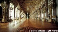 Innenaufnahme des Spiegelsaal im dem zwischen 1878-1885 für König Ludwig II. erbauten Schloss auf der Herreninsel im Chiemsee. Aufnahme von 1999.