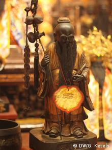 Nur für Life Links - Figur im Tempel