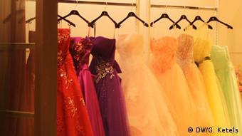 Nur für Life Links - Brautkleider