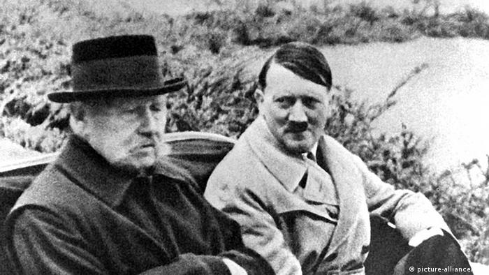 Паул фон Хинденбург и Адолф Хитлер