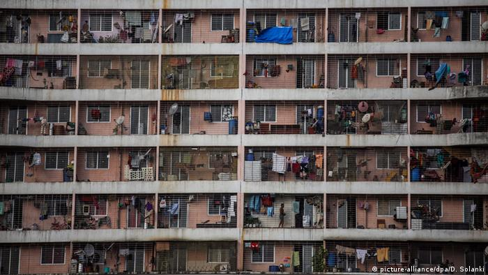 A view of balconies at the Slum Rehabilitation Authority (SRA) housing building in Mumbai, India, copyright: picture-alliance/dpa/D. Solanki