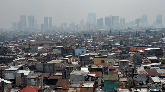 Symbolbild Slum (Getty Images/AFP/T. Aljibe)