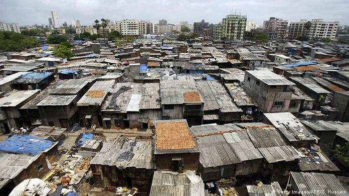 Symbolbild Slum (Getty Images/AFP/S. Hussain)