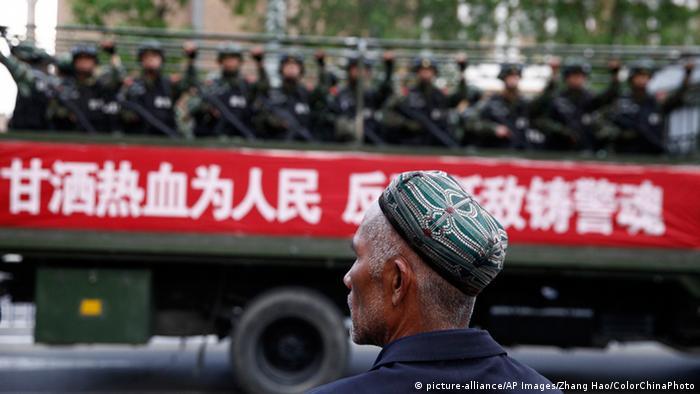 新疆连续举行「扬威震慑」反恐誓师大会