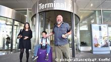 München Ankunft Ai Weiwei Sohn Ai Lao Mutter Wang Fen
