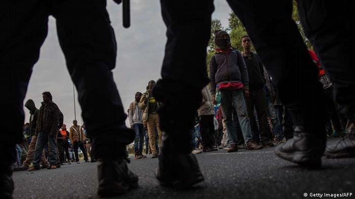 Frankreich: Polizeieinsatz gegen Flüchtlinge in Calais am Eurotunnel