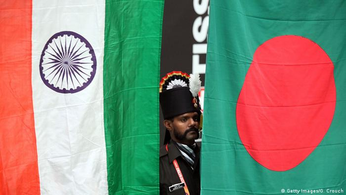 Indien Bangladesch Fahne Flagge (Getty Images/G. Crouch)