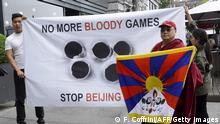 Schweiz Demonstration gegen die Olympischen Winterspiele in Peking 2022 in Lausanne