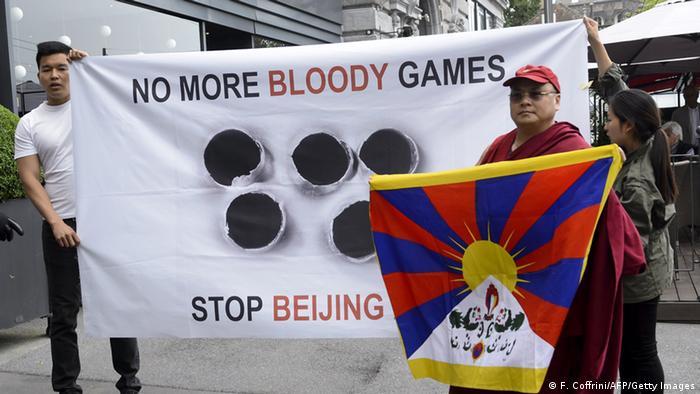 Lausanne: Demonstration gegen die Olympischen Winterspiele in Peking 2022